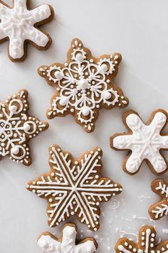 Christmas Sugar Cookies, Christmas Sweets, Christmas Gingerbread, Christmas Goodies, Holiday Cookies, Holiday Treats, Holiday Recipes, Gingerbread Houses, Snowflake Cookies