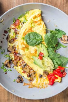 The best homemade omelet recipe loaded with bacon, mushrooms, tomatoes and cheese. The perfect way to start the day is with this loaded omelet recipe. Ham And Cheese Omelette, Spinach Omelette, Omelette Recipe, Mushroom Omelette, Spinach Recipes, Egg Recipes, Brunch Recipes, Dinner Recipes, Cooking Recipes