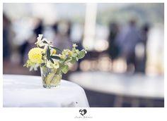 #decoration #decorationtips #tips #interior #wedding #hochzeit #weddingday #weddinghour #bridetobe #clean #white #highkey #interesting #dekotips #decotips #lemon #yellow #yellowflowers #flowers