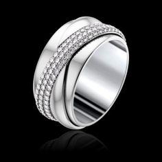 Informations basées sur une taille 54  Type de bijou : Bague  Métal : Or blanc  Bague Possession Entrelacée en or blanc 18k, sertie de 147 diamants taille brillant (env. 1,21 ct). Poids du métal (g) : 15,9  Pierres précieuses : Diamant  Tailles disponibles : 50 - 58  Largeur de l'anneau  : 10 mm  9 350 €