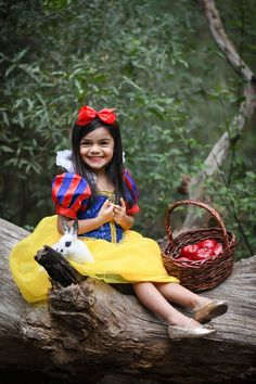 Matching Halloween Costumes, Baby Halloween, Red Riding Hood Party, Eden Rose, Sibling Costume, Princess Theme Birthday, Little Girl Photography, Birthday Girl Pictures, Snow White Birthday