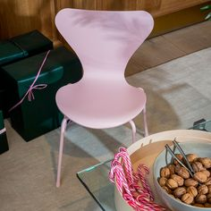 Hoping for a safe and healthy holiday season, no matter what/how you celebrate. Brand feature: Fritz Hansen Inspiration For Kids, Design Inspiration, Swan Chair, Wood Arm Chair, Fritz Hansen, Danish Modern, Wood Veneer, Danish Design, Small Gifts