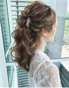 85 Elegant Wedding Hairstyles - Best Wedding Hairstyles for Bride 2019 Tousled Half-Pony ---- The ha Box Braids Hairstyles, Prom Hairstyles For Short Hair, Best Wedding Hairstyles, Retro Hairstyles, Winter Hairstyles, Bride Hairstyles, Down Hairstyles, Elegant Hairstyles, Retro Wedding Hair
