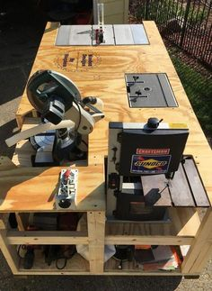 Workbench Plans Diy, Woodworking Bench Plans, Woodworking Furniture, Woodworking Shop, Folding Workbench, Workbench Stool, Garage Workbench, Woodworking Jigsaw, Woodworking Chisels