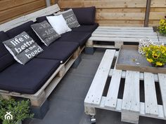 Jak zrobić meble ogrodowe z palet? Instrukcja krok po kroku - homebook Outdoor Sectional, Sectional Sofa, Outdoor Furniture, Outdoor Decor, Rooms, Home Decor, Bedrooms, Modular Couch, Corner Couch