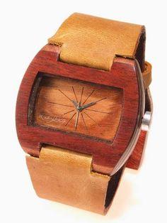 Reloj de Pulso en madera marca Maguaco RM001. Maderas: Palo Sangre Brasil y Granadillo Rojo. $170.000 COP