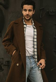 Christopher Abbott Isn't Working by the Book Hot Outfits, Summer Outfits, Fashion Outfits, Hello Beautiful, Beautiful People, Christopher Abbott, Skater Style, Dapper Men, People Magazine