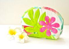 ハワイアンキルト☆ラウアエ&ティアレのミディアムポーチ画像1 Hawaiian Quilts, Key Covers, Quilted Bag, Applique Quilts, Applique Designs, Creative Inspiration, Coin Purse, Tropical, Throw Pillows