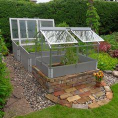 i trädgården - pallkragar, tegelsten, upphöjd odling itradgarden.se