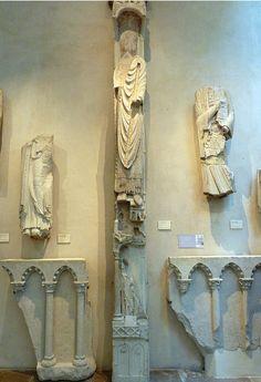Fragments du portail sainte Anne de Notre-Dame de Paris, 1150 Middle Ages, Candle Sconces, Wall Lights, Sculpture, Spaces, Decoration, Home Decor, Alchemy, Decor