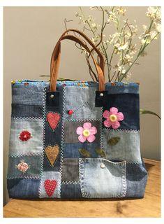 Patchwork Bags, Quilted Bag, Patchwork Quilting, Denim Handbags, Purses And Handbags, Bag Quilt, Jean Purses, Denim Crafts, Diy Handbag