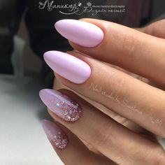 The advantage of the gel is that it allows you to enjoy your French manicure for a long time. There are four different ways to make a French manicure on gel nails. Silver Nails, Purple Nails, Cute Nails, Pretty Nails, Hair And Nails, My Nails, Nail Art Strass, Gel Nails At Home, Dream Nails