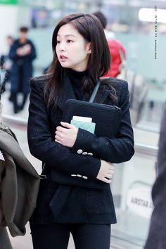 Too pretty to look at🥺❤ Blackpink Jennie, Blackpink Fashion, Korean Fashion, Fashion Outfits, Asian Woman, Asian Girl, Mode Kpop, Blackpink Photos, Kim Jisoo