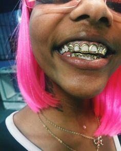 Pinterest: @guccijoness ✨ Piercings, Piercing Tattoo, Gangsta Grillz, Gold Slugs, Girl Grillz, Bali Baby, Grills Teeth, Tooth Gem, Gold Teeth