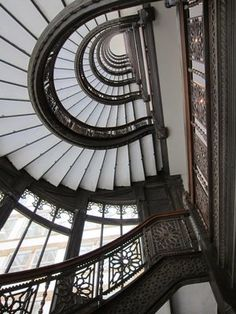 The Rookery Building in Chicago...amazing staircase