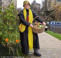 Small town in UK aims for total self-sufficiency within 7 years. Thoughtful, sharing people - inspiring!