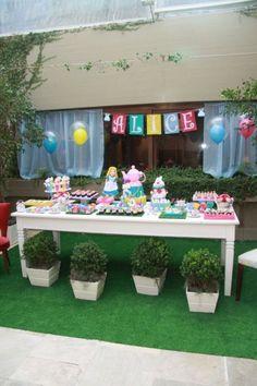 decoração mesa alice no pais das maravilhas