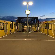 Noch ein Foto von der Berliner U-Bahn. Schön wars! #berlin #bigiiinberlin U Bahn, Big Ben, Berlin, Building, Instagram Posts, Travel, Pictures, Viajes, Nice Asses