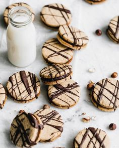 """6,067 Me gusta, 29 comentarios - Bake from Scratch (@thebakefeed) en Instagram: """"#Milk and #cookies? Sign us up. @bromabakery's #hazelnut #espresso sandwich cookies are the just…"""""""