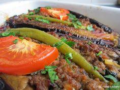Karnıyarık (Turkse gevulde aubergine met gehakt uit de oven) | superlekker
