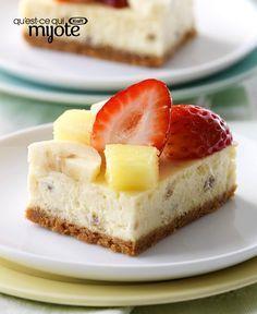 Barres de gâteau au fromage façon banane royale - Tout ce qu'on aime d'un «banana split» et du gâteau au fromage ! #recette