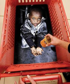 Campanha de combate a fome realizada em supermercados.