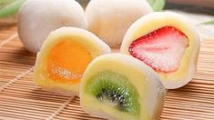 fruit mochi Glutinous rice flour water sugar 4 strawberries potato starch little bit mix glutinous rice flour, water & sugar, microwave for 3 mins. roll mochi in potato starch Cute Desserts, Asian Desserts, Asian Recipes, Dessert Recipes, Cute Food, Yummy Food, Japan Dessert, Comida Diy, Mochi Cake