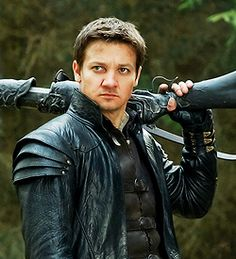 Jeremy Renner in 'Hansel and Gretel, witch hunters'   That pigeon look kills me.
