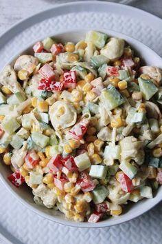 Sałatka z tortellini - prosty przepis, pyszny smak! Pisałam o tym na blogu już wiele razy, że przepisy na sałatki cieszą się u mnie najwięk...