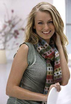 Med en særlig teknik, beskrevet med tekniktegninger, kan du strikke et tørklæde med glatstrik på begge sider. Mønstret bliver det samme på begge sider, men i modsatte farver.