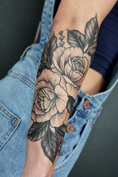 Rose tattoos are the latest in-vogue fashion for women. We will cover the most popular rose tattoos for women. Elbow Tattoos, Full Sleeve Tattoos, Forearm Tattoos, Body Art Tattoos, Girly Tattoos, Love Tattoos, Tattoo You, Beautiful Tattoos, Piercings