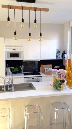 Lustre de folie , petite touche industrielle dans la cuisine 👌🏻 https://www.leroymerlin.fr/v3/p/produits/suspension-e27-style-industriel-townshend-bois-hetre-6-x-60-w-eglo-e1500127252 |kitchen | suspension | cuisine vivante | aromates | kitchenaid | touche de rose | Leroy merlin | rénovation | décoration | industriel | bois