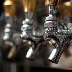 Enjoy a thirst-quenching Pub Crawl Tour as you stroll though Houston's Downtown Historic District visiting Houston's landmark pubs, cafes, restaurants and hotels.