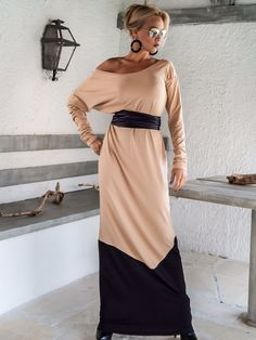 Nude Taupe & Black Maxi Dress / Nude Taupe Black di SynthiaCouture