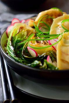Vegetáriánus rágcsálnivaló tálak vegyes rizs és rozsdás bok choy.  Az étvágycsalád egy főételre változott!