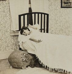 These rare creepy photos from the exemplify every childhood fear you ever had of the boogeyman. Vintage Bizarre, Creepy Vintage, Vintage Halloween, Childhood Fears, Monster Under The Bed, 1920s Photos, Creepy Photos, Arte Horror, Macabre