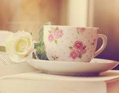 Risultati immagini per books and tea