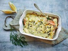 Smetanalohi on vuosikymmenten ajan ollut takuuvarma juhlatarjottava suomalaisissa kodeissa. Eikä ihme, sillä kaikessa yksinkertaisuudessaan tässä slaavilaisen keittiön helmessä on kaikki kohdallaan. Fish And Seafood, Seafood Recipes, Lasagna, Mashed Potatoes, Macaroni And Cheese, Food And Drink, Keto, Baking, Dinner