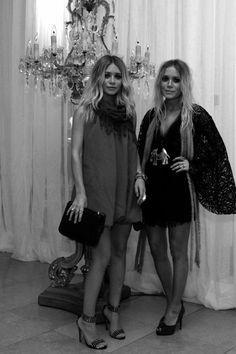 Ashley Olsen and Mary-Kate Olsen twins style-love the black lace Mary Kate Olsen, Mary Kate Ashley, Ashley Olsen, Olsen Fashion, Olsen Twins Style, Mode Chic, Full House, Orange Dress, Dress To Impress