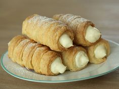 Cream horns. Rolls with vanilla cream. Rulouri cu crema de vanilie