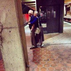 These old age couples are in love and enjoying life with full of fun. These elderly couples prove that you're never too old to have fun. - Page 4 of 4 Couples Âgés, Vieux Couples, Elderly Couples, Couples In Love, Cute Old Couples, Mature Couples, Real Relationships, Relationship Goals, Life Goals