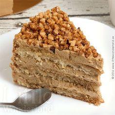 Esta tarta de moka es una de las tartas que he hecho hasta el momento más han triunfado en casa. Para el relleno y la cobertura he utilizado una crema de mantequilla con café, aunque no es como las cr Sweet Recipes, Cake Recipes, Dessert Recipes, Köstliche Desserts, Delicious Desserts, Cake Cookies, Cupcake Cakes, Cupcakes, Cappuccino Torte