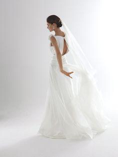 """Robe """"Agata"""" de Spose di Gio, en exclusivité chez Nuit Blanche Paris. Top satin de soie, jupe organza et satin de soie."""