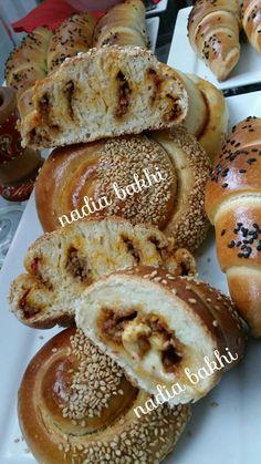 pains farcis - la cuisine de nadia bakhi Pita Bread, Chickpea Salad, Croissant, Enchiladas, Bagel, Biscuits, French Toast, Pains, Cooking