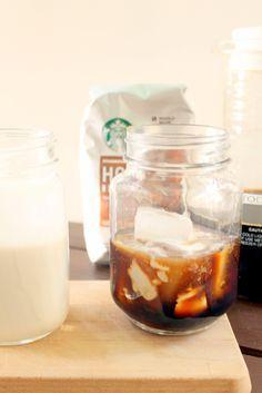 Eiskaffee mit süßer Kokosmilch - mehr Rezepte mit Cold Brew findet ihr auf dem Blog!