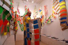 Giustino Caposciutti è nato a Civitella della Chiana (Arezzo) il 26 aprile 1946. Si è diplomato in Pittura presso l'Accademia Albertina delle Belle Arti di