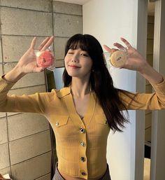 Sooyoung Snsd, Girls Generation, True Beauty, Girlfriends, Short Sleeve Dresses, Kpop, Style Inspiration, Running, Soo Young