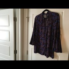 Free People Tops | Free People Floral Tunic | Poshmark Floral Tunic, Sustainable Clothing, Top Free, Slow Fashion, Free People Tops, Blue Flowers, Boho Chic, Tunic Tops, Purple