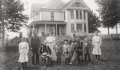 frank dora willard   The Frank Dora Willard family in front of their home in Champaign ...