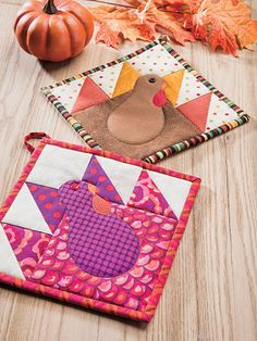 Beginner Quilt Patterns - Pot Holders for All Seasons Beginner Quilt Patterns, Quilting For Beginners, Sewing Patterns, Quilting Patterns, Quilting Projects, Sewing Projects, Sewing Crafts, Bear Paw Quilt, Quilted Potholders
